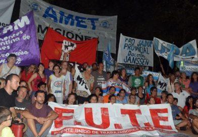 Docentes levantan campamento en la plaza, planean asamblea provincial y reafirman el paro