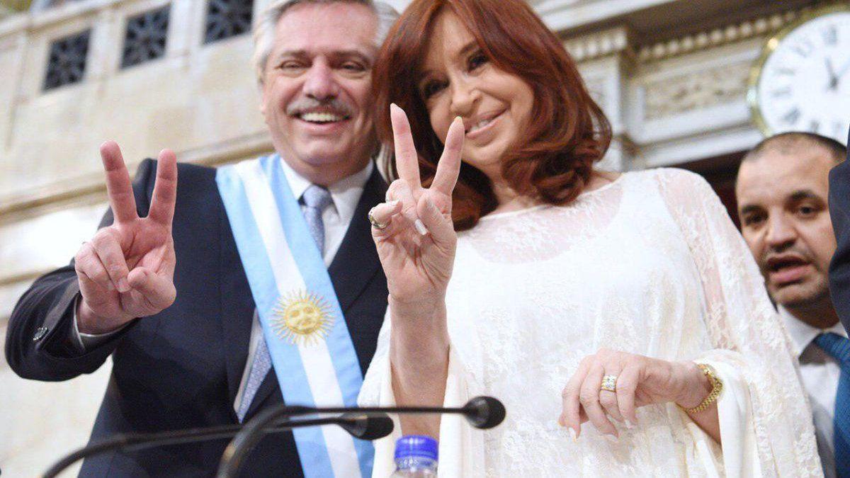"""Cristina respaldó al presidente y cuestionó a """"funcionarios que no funcionan"""""""