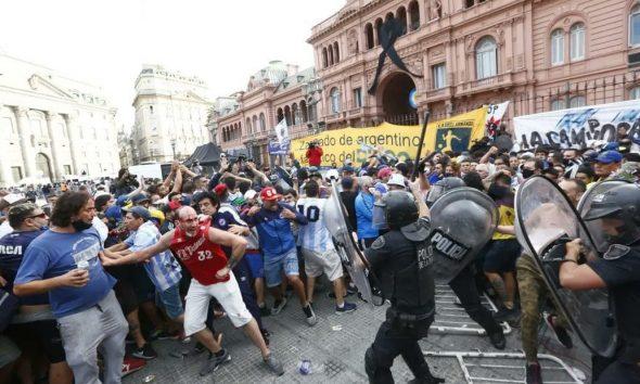 Incidentes y detenidos en el funeral de Diego Maradona