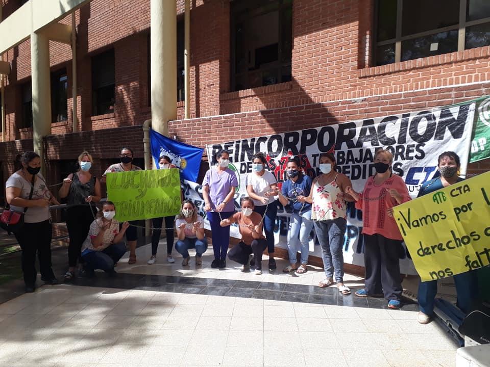 Reincorporan a trabajadoras de salud tras una semana encadenadas