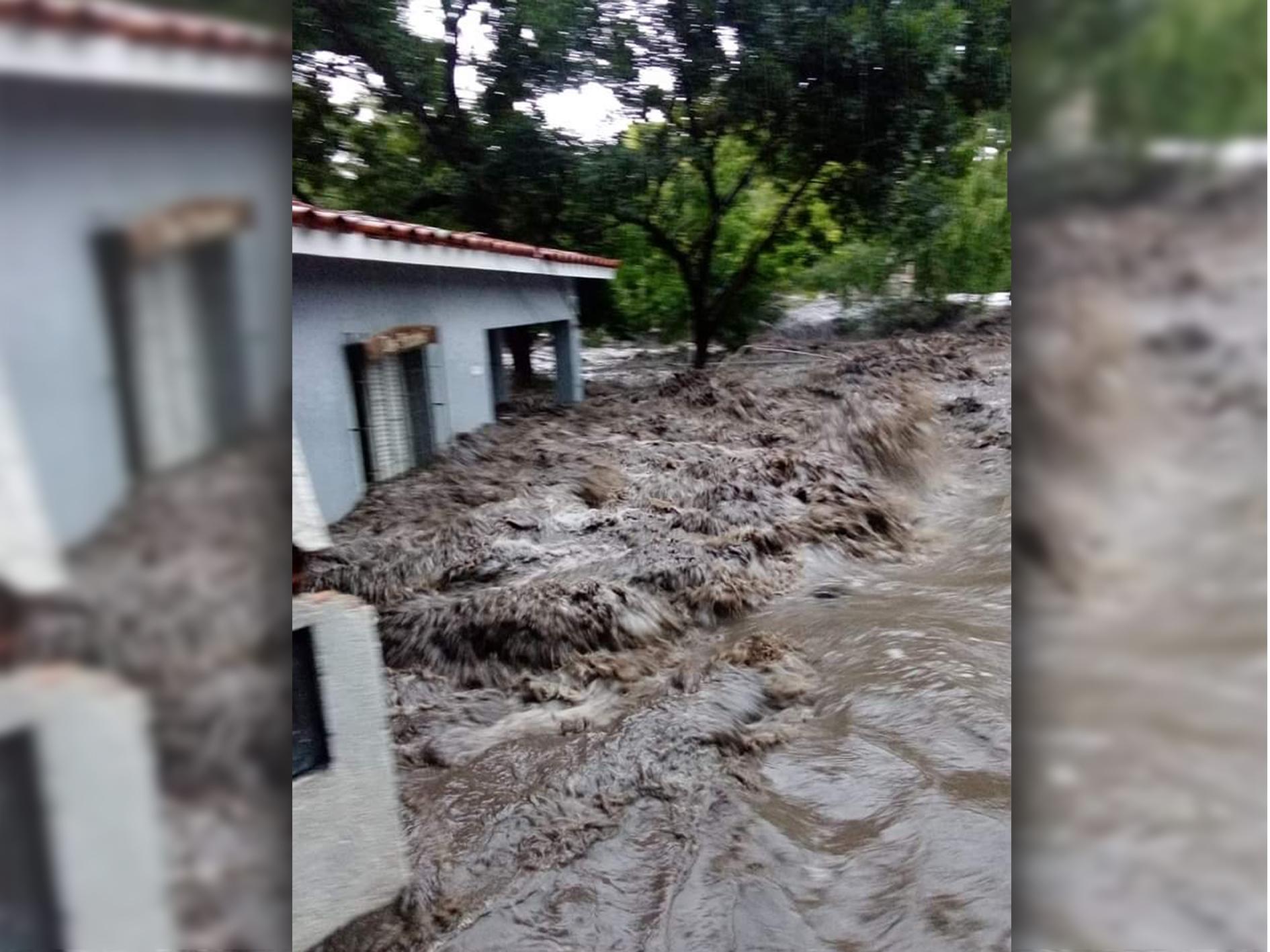 Evacuados y casas arrasadas tras fuerte temporal en Córdoba y Mendoza