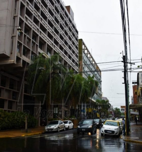 Por la mañana continúan las lluvias y el tiempo mejora por la tarde