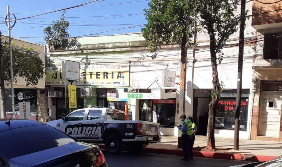 Inspectores multan a Policías por camioneta mal estacionada en Posadas