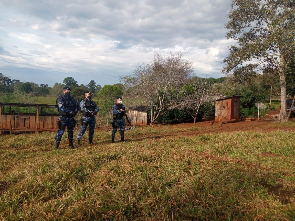 Crimen del tarefero: allanaron la chacra del prófugo y secuestraron un rifle