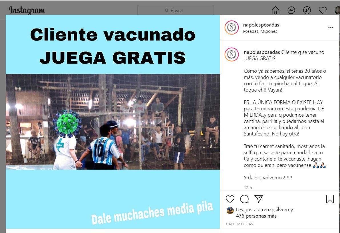 """""""Cliente que se vacunó juega gratis"""", la propuesta de Nápoles fútbol 7"""