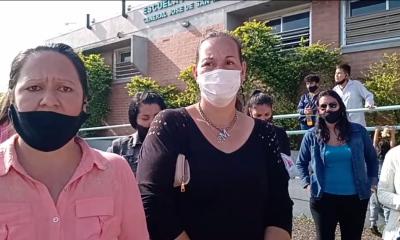 Mamás de la Escuela Nº 5 reclamaron en contra del desplazamiento de un maestro