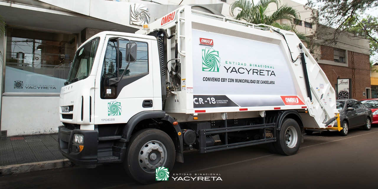 Yacyretá entregó un camión recolector de residuos al municipio de Candelaria