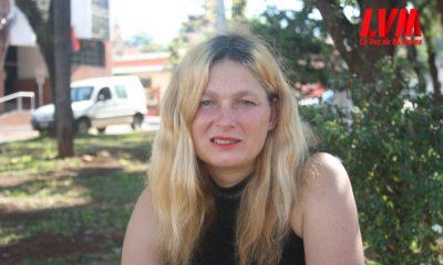 Es de Sudáfrica, vive en las calles de Posadas y la Justicia le quitó sus hijos